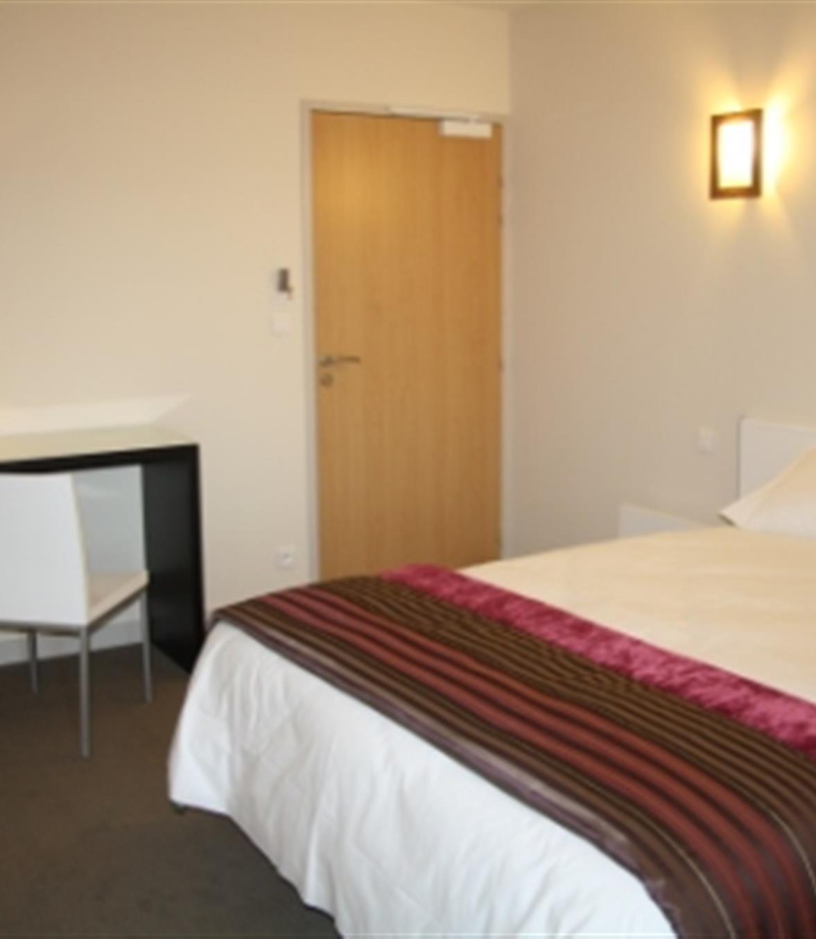 Chambre Double Et Single 1 Ou 2 Personnes Hotel Ancenis Les